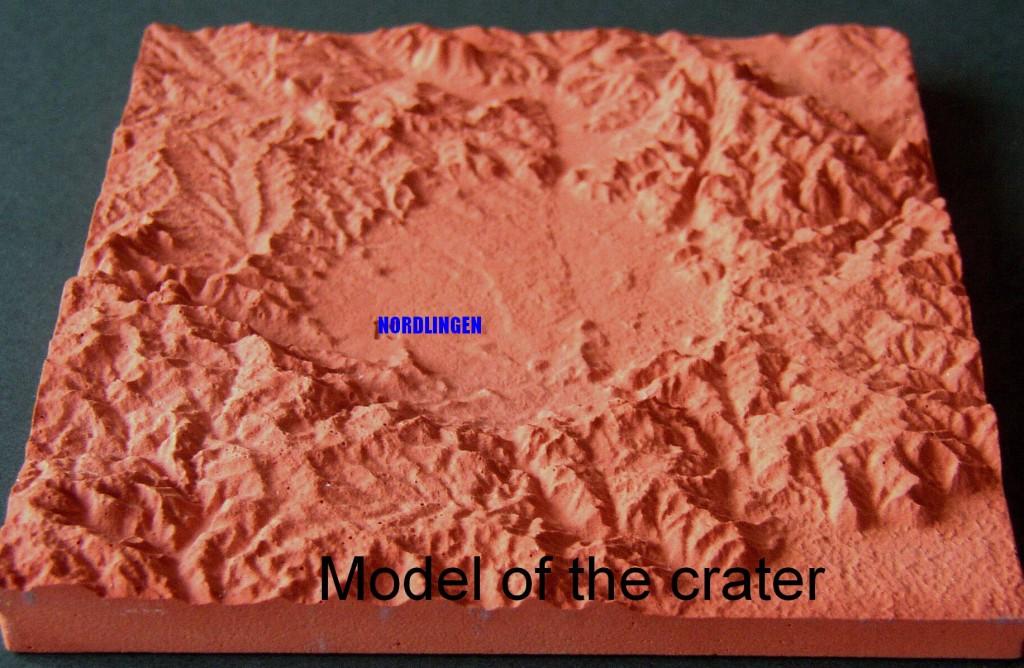 Das Kraterbecken wird von oben nach unten durchschnitten werden